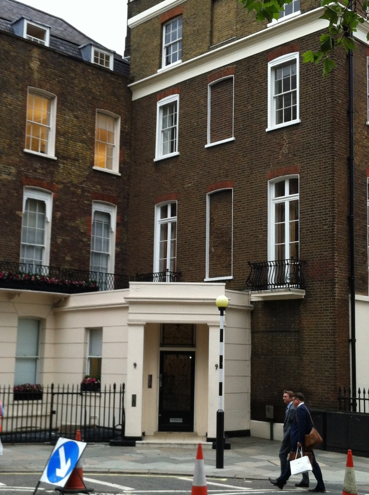 Where Did the First American Ambassador Live inLondon